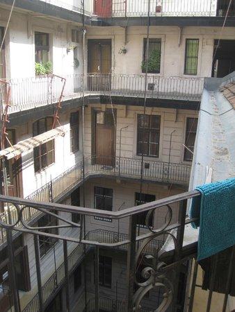 Guru Hostel: The main building: reception etc