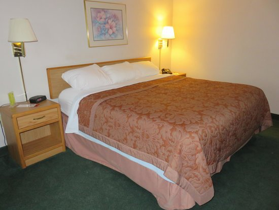 Super 8 Gas City Marion Area: King Bed