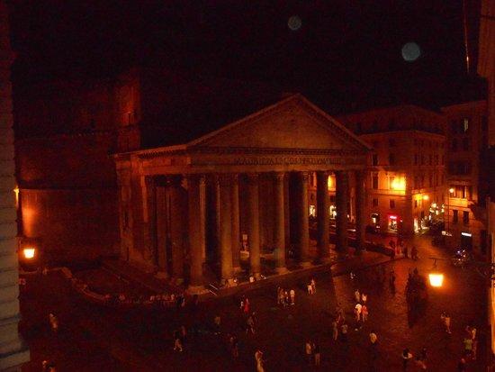 Best Suites Pantheon : Questa è la vista dalla finestra della nostra stanza!