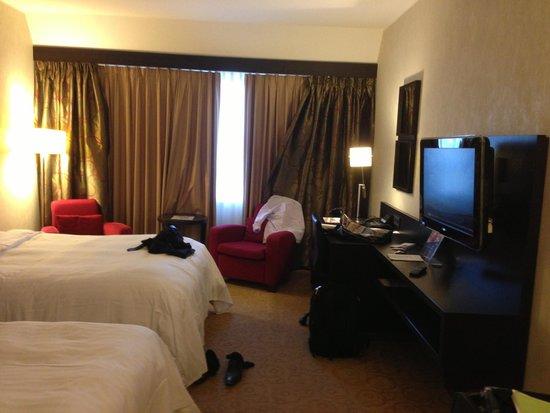 Munich Marriott Hotel: Entire Room View