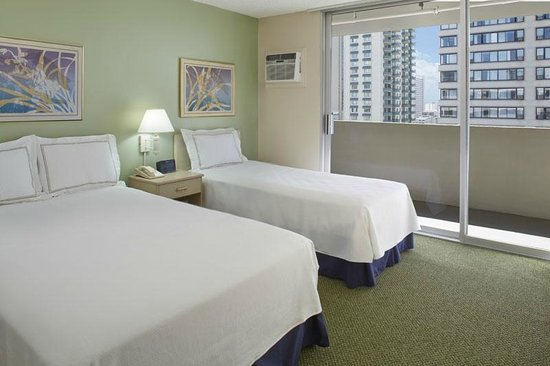 Ambassador Hotel Waikiki: One Bedroom Suite - 1 Double, 3 Twins