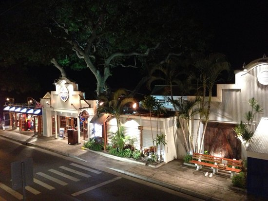 Longhi's: Looking down on Front Street in Lahaina