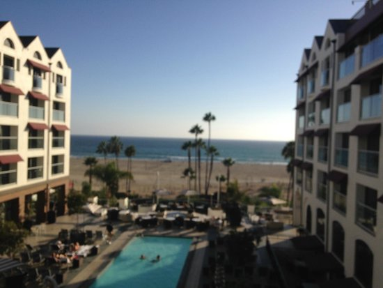 Loews Santa Monica Beach Hotel: View from Room on the 6th Floor