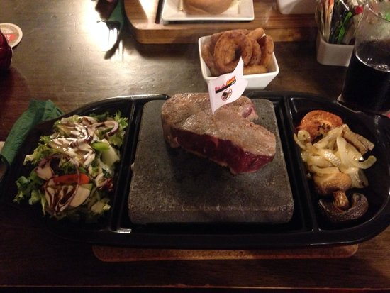 Masons Arms: Hot plate steak