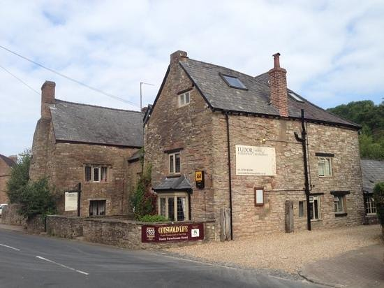 Tudor Farmhouse Hotel: hotel