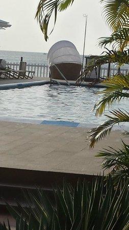Radisson Grenada Beach Resort: small pool within a stone's throw from Sunset bar