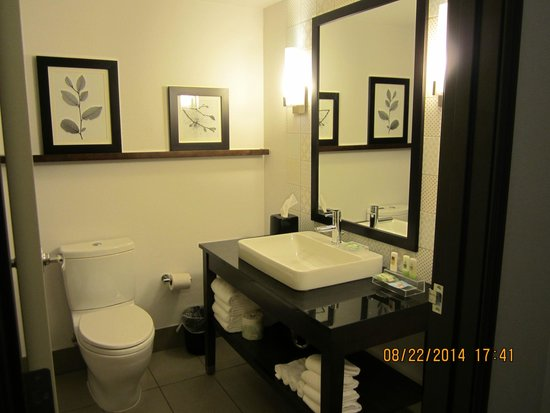 Country Inn & Suites By Carlson, Springfield: Bathroom