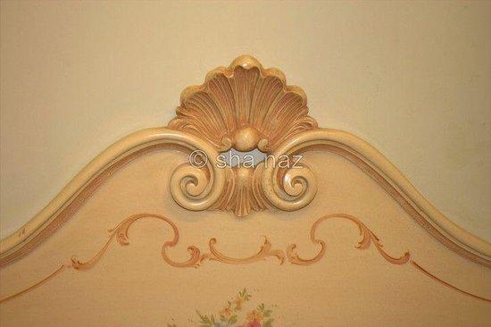 Locanda Ovidius : bed head board