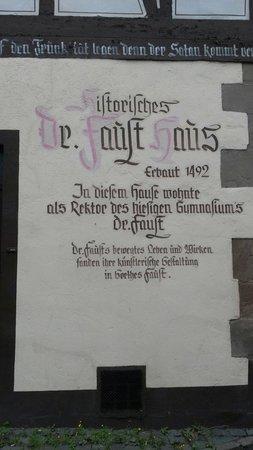 Magister Faust Haus: Das Fausthaus soll lt. Wikipedia nicht im Original erhalten sein. An gleicher Stelle jedoch nach
