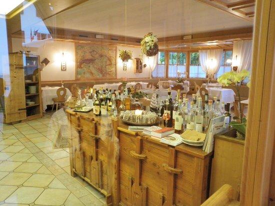 Locanda Alpina: Elegant dining room