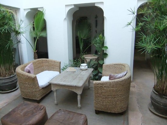 Riad Safa: Reading area