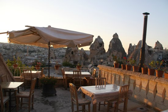 Cave Life Hotel: terrace of the hotel