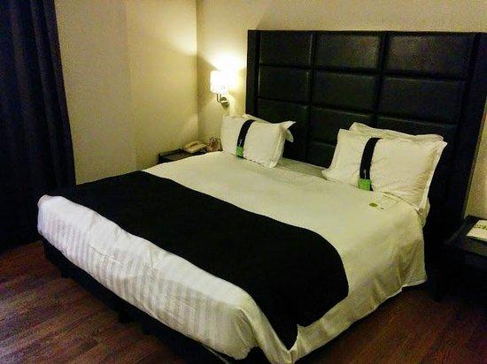 Holiday Inn Genoa City : Camera da letto