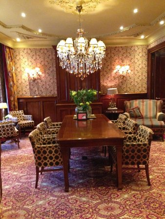 Hotel Estherea: Lovely meeting/sitting room