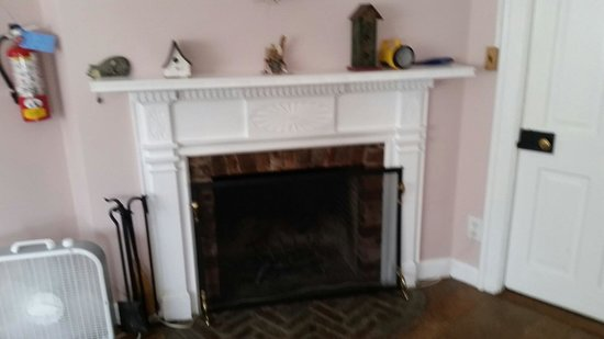 Mountainville, NY: Lavender room fireplace