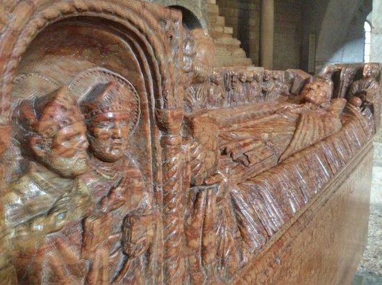 Duomo Vecchio di Brescia : Саркофаг