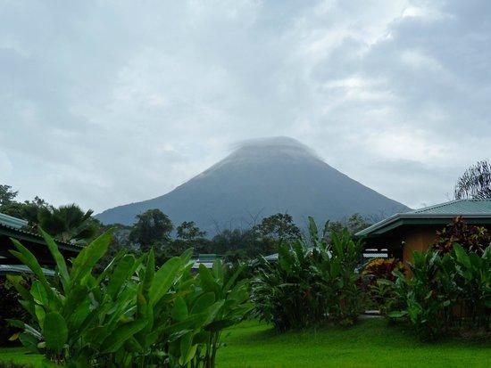 Arenal Manoa Hotel : el volcan desde la Habitacion
