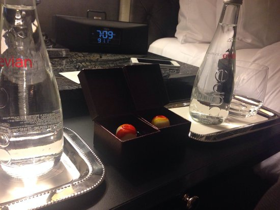 The Adelaide Hotel, Toronto : Godiva chocolates before bed