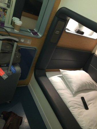 YOTELAIR London Heathrow Airport: standard room