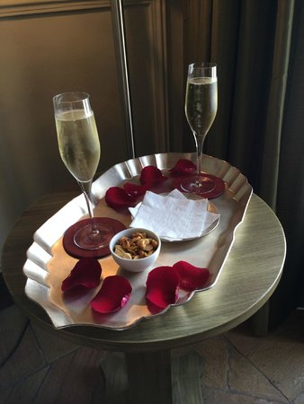 Hotel Claude Marbella: Complementary Cava to celebrate our Anniversary
