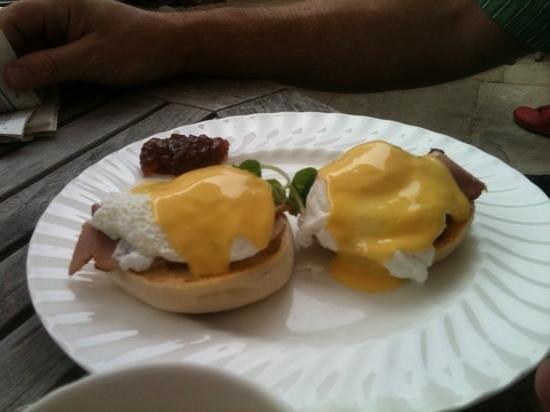 Bettys Cafe Tea Rooms: Eggs Benedict