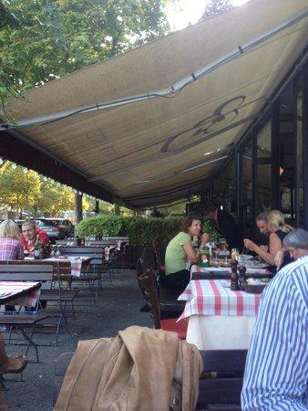 Francucci's Ristorante: Terrasse zum Kurfürstendamm