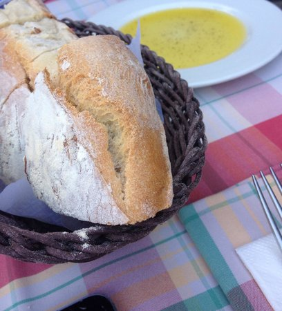 Francucci's Ristorante: Holzofenbrot mit Olivenöl