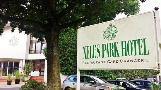Nells Park Hotel : Entrance