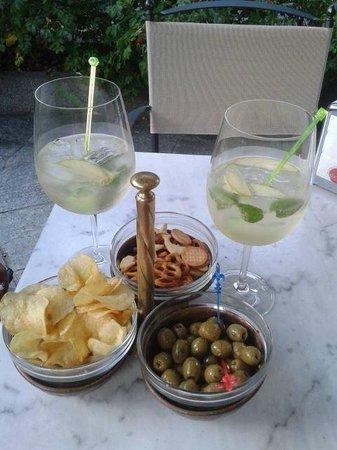 Grand Palais Excelsior Hotel & SPA : L'aperitivo - drnk hugo con pezzetti di mela