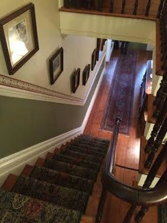 Caldwell House Bed and Breakfast: View from the stairs.