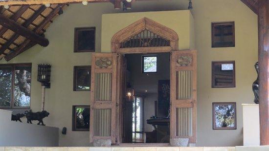 Khaya Ndlovu Manor House : entry