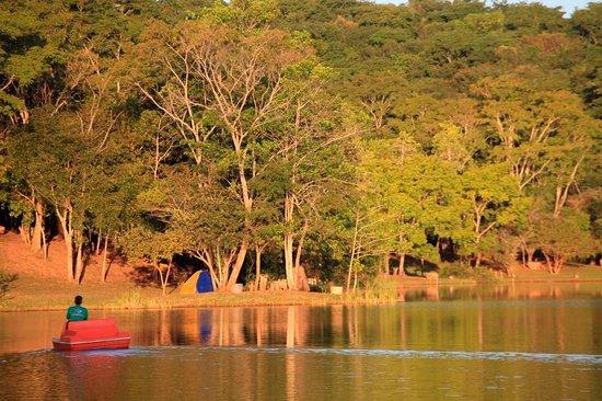 Terezopolis de Goias: Final de tarde no pedalinho na represa da Santa Branca Ecoturismo