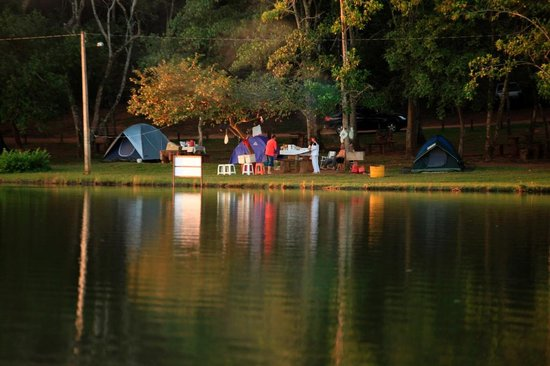 Terezopolis de Goias, GO: Area de camping na margem da represa da Santa Branca Ecoturismo