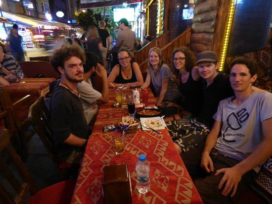 Sultan Hostel: On mange en extérieur