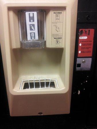 Fenwick Islander Motel: Ice machine