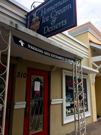 Strachan's Ice Cream and Desserts: Entrance
