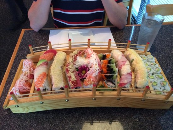 Little Tokyo : Gorgeous sushi platter in the shape of a bridge.