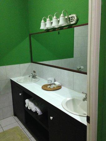 SABAS Beach Resort: Bathroom
