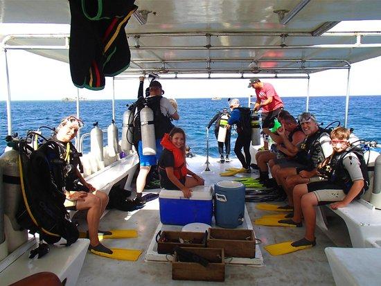 Utopia Village: Utopia Scuba Boat and Divers