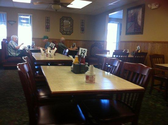 Spring Garden Family Restaurant: Inside