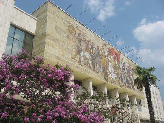 Skanderbeg-Platz: National History Museum