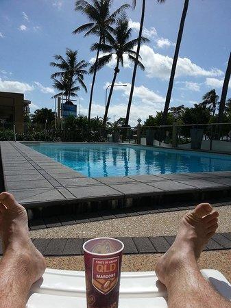 Aquarius on the Beach: Relaxing poolside