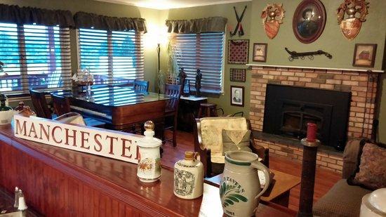 North Shire Lodge & Mountain View Pub: Pub Sitting Area