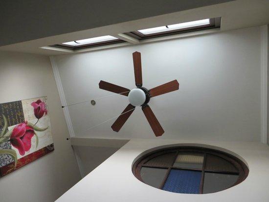 Mito Casa Hotel : Looking up at the Loft