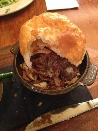 Harrigan's Irish Pub: Pot Pie - yummmy