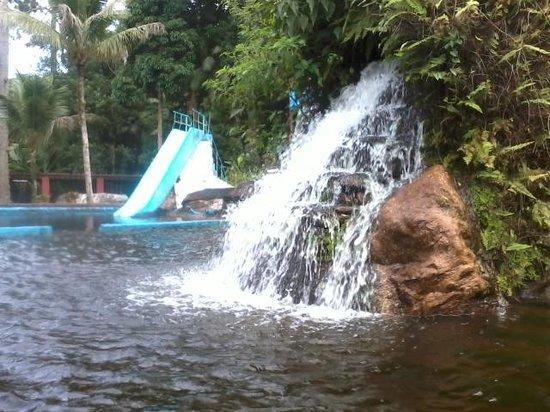Pousada das Cachoeiras : Piscina natural