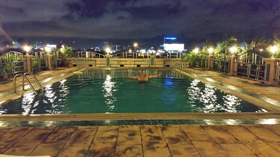 Royal Suite Residences: Midnight dip on top of the Hotel Roof, What a view.