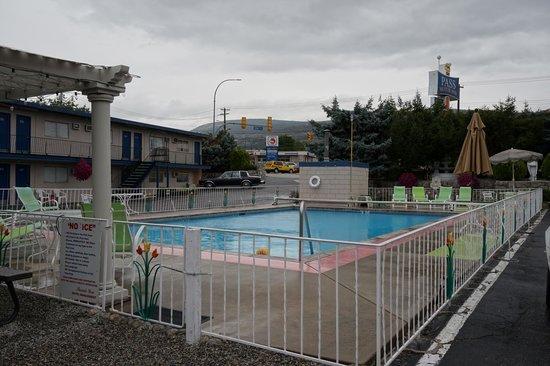 Pass Motor Inn: La piscine extérieure