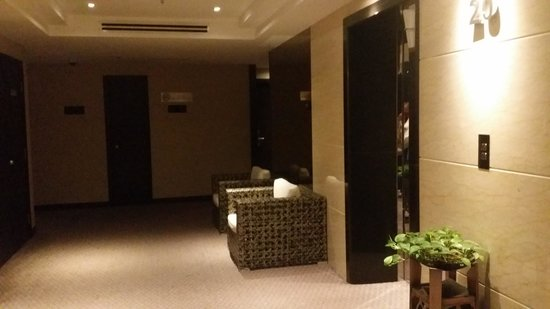 KSL Hotel & Resort: Room lobby is cosy