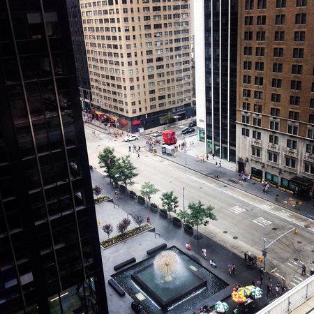 New York Hilton Midtown: Vista do quarto para 6th avenida. Vista do love!